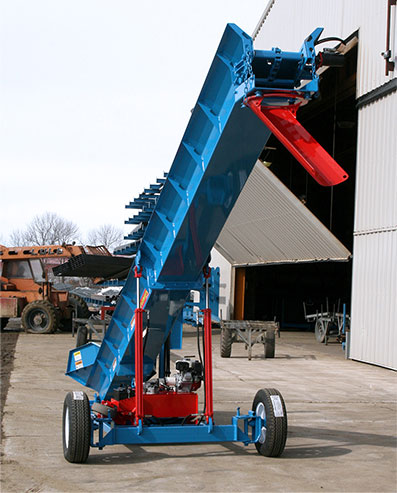 Schweiss Conveyor takes the Manure High
